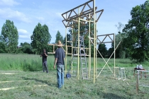 David Michael Clarke. Flying Black Cow Club. Building the trailer stage. Quinzaine Radieuse #06. Piacé-le-Radieux. 2014.