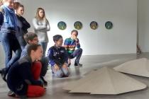 Visite du Frac Normandie Caen. Dans le cadre d'une résidence artistique organisé par le FRAC Normandie Caen au Collège Sainte Thérèse à Saint-Pierre-en-Auge. 2017.