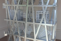 David Michael Clarke - Balade pour Rudy et Gilles. Sculpture réalisalée dans le cadre d'une résidence artistique organisé par le Frac Normandie Caen au Collège Sainte Thérèse à Saint-Pierre-en-Auge. 2017.