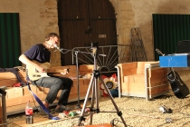 Shipsides & Beggs. Song writing session. Dans l'exposition, Outside-In. Château-Gontier. 2015.