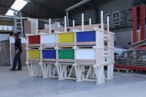 La construction de l'unité d'Habitation pour 24 Lapins aux ateliers d'Itinéraires Bis. Saint-Brieuc. 2014.